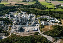 """Specialty chemicals innovator Perstorp is planning large-scale production of sustainable methanol from captured carbon dioxide and other residue streams. This could contribute substantially towards a climate-neutral industry. Project AIR, which Perstorp has created with partners, has been approved for the next level of evaluation from the EU Innovation Fund, one of the world's largest funding programmes for the demonstration of innovative low-carbon technologies. """"The positive response from EU Innovation Fund means that we are one step closer to finalising our ambition to become Finite Material Neutral. Project AIR is a concrete example of the transition towards a circular economy and of how significant CO2 emission reductions could be achieved by utilizing existing resources and closing loops,"""" said Perstorp's President and CEO, Jan Secher. Project AIR is a large-scale project that by 2025 will decrease annual carbon emissions into the atmosphere by half a million tons. This will be accomplished by building the world's largest Carbon Capture and Utilisation Unit on Perstorp's site in Stenungsund, Sweden. Using a new electrolysis plant and taking biogas as a source, it will produce 200,000 tonnes/year of sustainable methanol, enabling the supply of sustainable chemical products to a large variety of sectors and end products. Perstorp, together with partners Fortum and Uniper, has applied for support for Project AIR from the EU Innovation Fund. In an initial evaluation from the Fund, Project AIR received the highest possible score on the categories GHG Avoidance and Degree of Innovation, obtaining in total 14 out of 15 possible points. Project AIR has thereby been chosen to be further evaluated for funding. In its evaluation of Project AIR, the EU Innovation Fund says the proposed large-scale sustainable production of methanol demonstrates, for the first time, increased flexibility and efficiency in using different raw materials (e.g. bio-methane, refinery tail gas, """